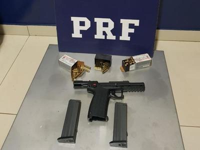 Dos hombres fueron detenidos con un arma fuego y municiones