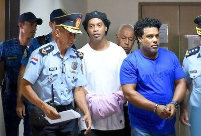 Ratifican prisión de Ronaldinho y su hemano