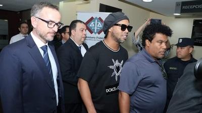 Ratifican prisión preventiva de Ronaldinho y su hermano Roberto