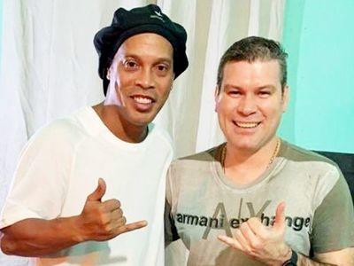 """Un dirigente de fútbol luqueño finalmente """"fichó"""" a Ronaldinho y lo marcó un diputado"""