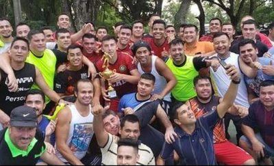 ¡Ronaldinho campeón del torneo de la Agrupación Especializada!