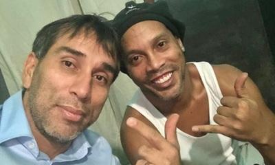 Pipino Cuevas visitó a Ronaldinho