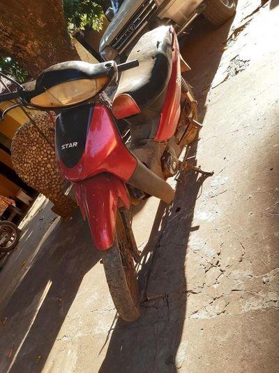 Recuperan motocicleta robada en