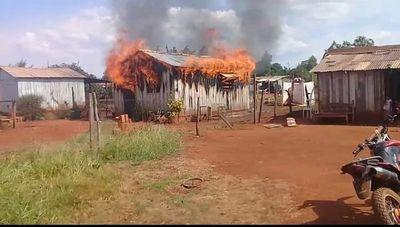 Incendio reduce a cenizas una vivienda en Hernandarias