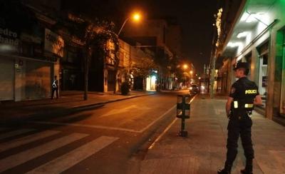 HOY / Primera noche de restricción: trabajadora no encontró bus, ni uber, ni taxi para volver