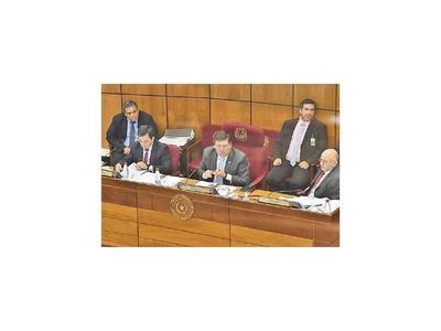 Llano  deja a cargo de cada senador la donación del salario
