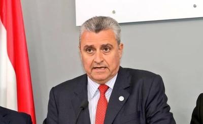 HOY / Un ministro irresponsable: volvió de Argentina y fue al Palacio de López