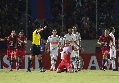 Policía dispersó a un jugador de Cerro por estar fuera de casa