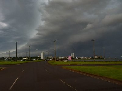 Anuncian lluvias y tormentas para 8 departamentos del país