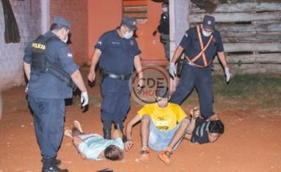 Tres aprehendidos en presunto burdel clandestino