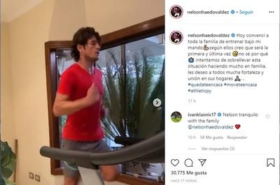 Nelson Haedo Valdez aprovecha la cuarentena para descuerearse en casa con toda la familia
