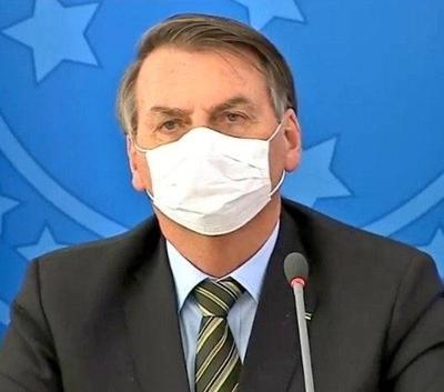 """HOY / Bolsonaro aparece con tapabocas y habla de """"calamidad pública"""" por el coronavirus"""