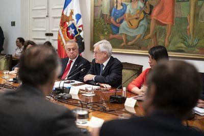 """Chile decreta """"estado de catástrofe"""" por coronavirus y saca a militares a las calles"""
