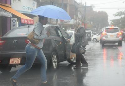Jueves cálido y lluvioso, anuncia Meteorología