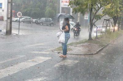 Meteorología anuncia un jueves cálido y con precipitaciones