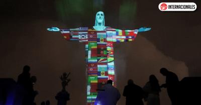 Coronavirus: el Cristo Redentor, iluminado por las banderas de los 166 países con casos confirmados