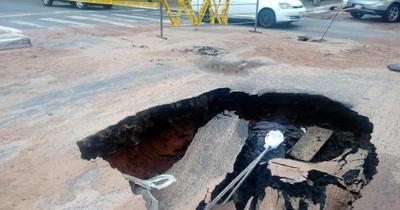 Enorme cráter en microcentro de Asunción