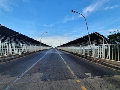 Brasil CIERRA su FRONTERA y por el PUENTE de la AMISTAD solo podrán pasar camiones con CARGA