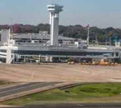 Aerolíneas cancelan operaciones