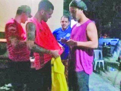 """""""PIRA GUASU"""" a punto de fichar a Ronaldinho"""