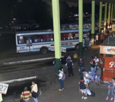 Cierran puertas de la Terminal de Ómnibus de Asunción