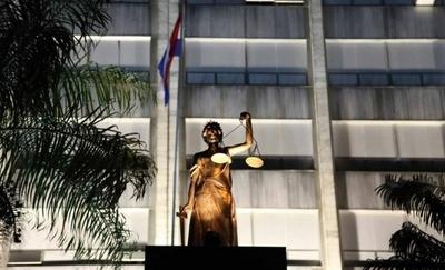 HOY / Corte Suprema cierra sus puertas pero ofrece prestaciones de servicios básicos tras Acordada
