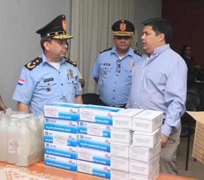Gobernador entregó insumos de protección a policías de Ñeembucú