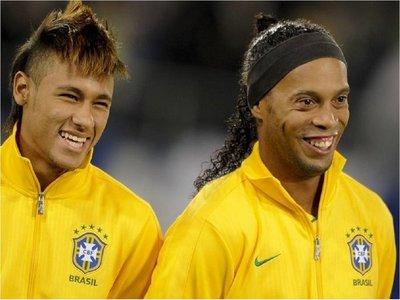 Las estrellas del fútbol mundial animan a Ronaldinho