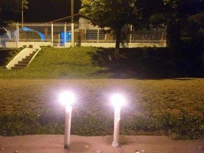 Encienden velas en homenaje a médicos y enfermeras