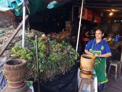 """Policía """"aprieta más"""" en Asunción y el comercio es casi nulo en el Mercado 4"""
