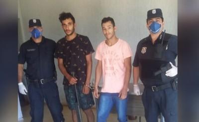 Jóvenes son detenidos con un rifle en su poder