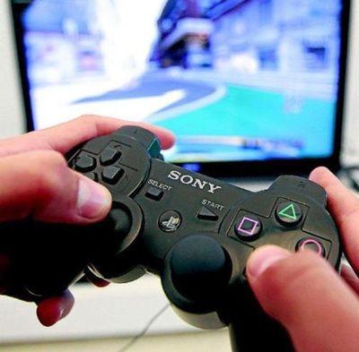 Niños y jóvenes aguardan con ansias la nueva consola de videojuegos