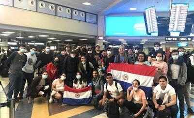 HOY / Llegan 61 paraguayos de Panamá y otros 100 vienen del Brasil