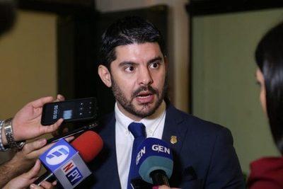 "Intendente destituye a seccionalero que pidió la ""cabeza"" de Roa"
