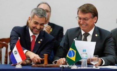 Bolsonaro ningunea al coronavirus y habla sobre frontera con Pedro Juan
