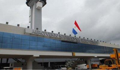 Suspenden todos los vuelos comerciales y privados