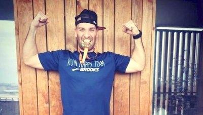 Corrió maratón de más de 40 km en su balcón