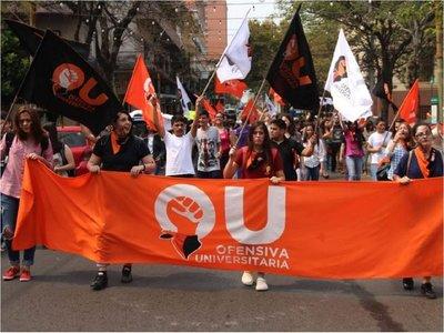 Estudiantes exigen cese de cobro de cuotas en universidades privadas