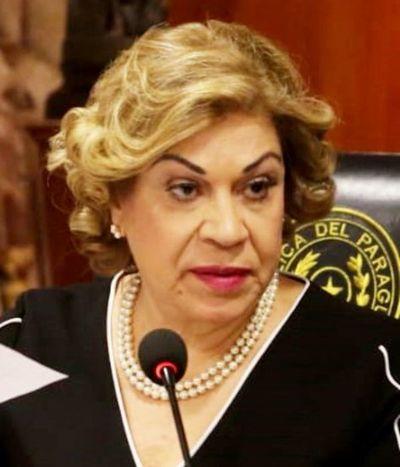 Ministra se expone a proceso por prevaricato en caso DD.JJ.