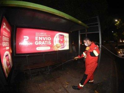 Municipalidad desinfecta lugares públicos en Asunción
