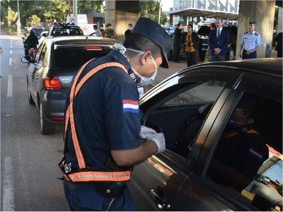 Policía y militares continúan con controles rigurosos para hacer cumplir la cuarentena total