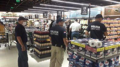 Equipo del MAG verifica precios en supermercados