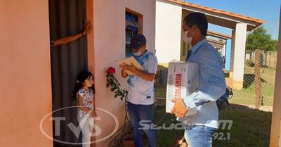 Director de escuela repartió leche a los alumnos afectados por la cuarentena
