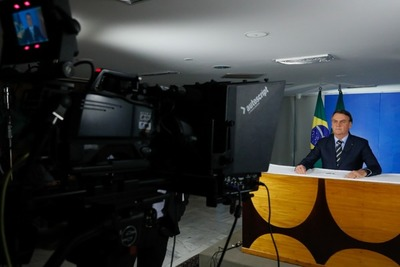 Bolsonaro menosprecia el avance del Covid-19 y exige el fin del aislamiento