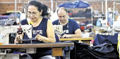 """COVID-19: sector de la confección está """"devastado"""", señala presidente de su asociación"""