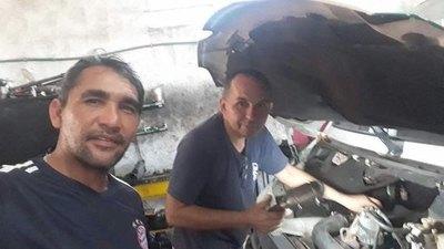 Mecánicos arreglaron ambulancias ¡gratiete!