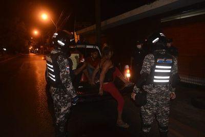 Irresponsables siguen exponiendo sus vidas al salir a las calles pese a confinamiento