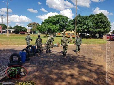 Militares cierran frontera con alambre de púas