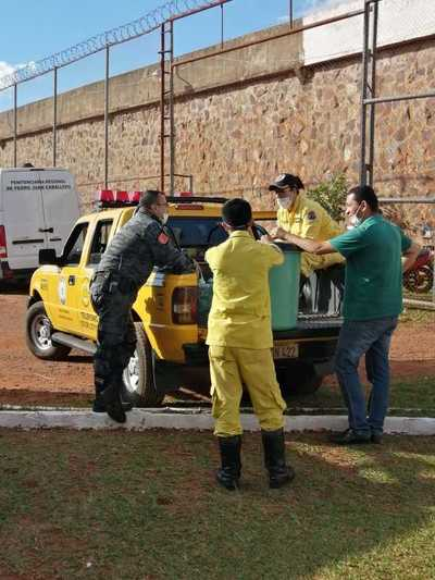 Internos del penal de Pedro Juan Caballero donarán mil litros de lavandina a bomberos voluntarios