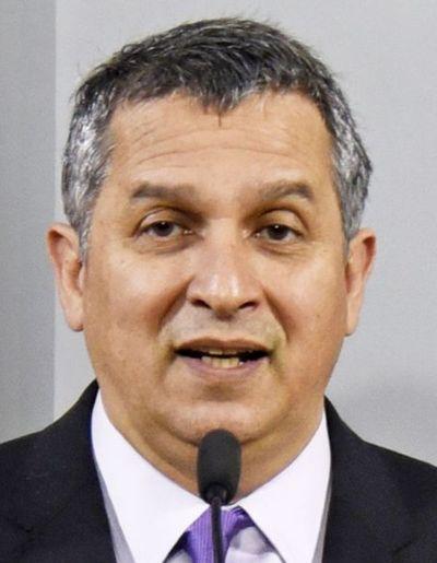 Ministro afirma que transferencias de dinero se realizarán a través de sistemas de giros de operadoras telefónicas